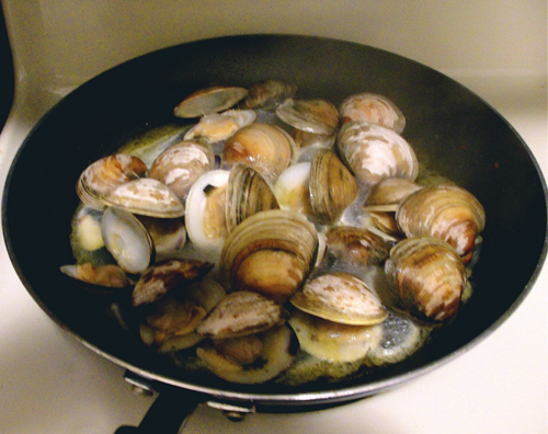Spaghetti Alle Vongole, Red or White | Piacere - Food ... Open Clam